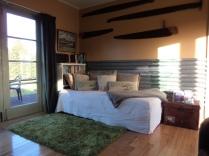 Single bed/Lounge
